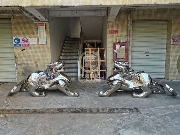Stainless steel sculpture products_ Sculpture_ brave troops